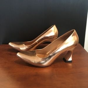JOHN FLUEVOG - GOLD PUMPS